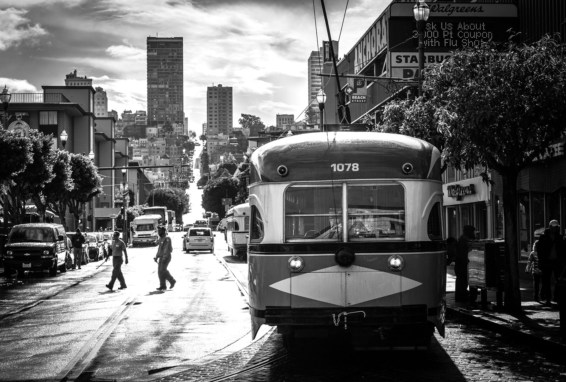 San-Francisco-Tram-with-People