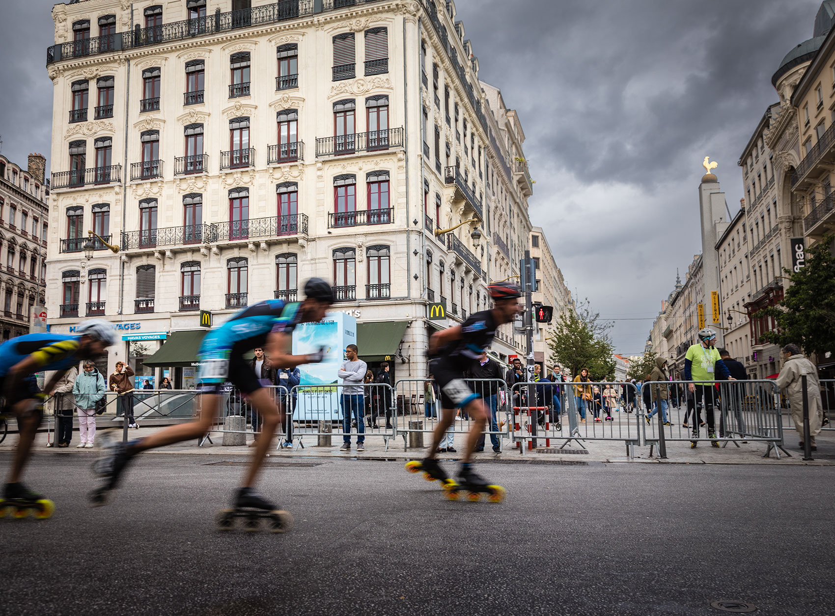 Walking in Lyon. A skate competition in the historical center